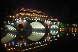 The brightly lit Anshunlang Bridge in Chengdu (成都), China at night