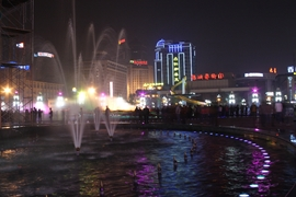 Chengdu night life: a fountain in a crowded square in Chengdu (成都), China