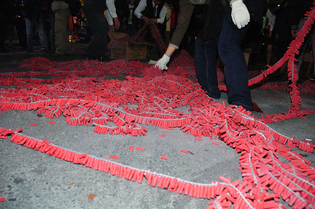 extremely long strings of chinese new year firecrackers in taipei taiwan - How Long Is The Chinese New Year
