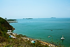 View of the ocean from Binhai Road in Dalian (大连), China