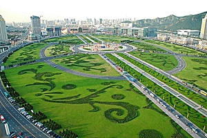The vast green lawns and topiary designs of Xinghai Square in Dalian (大连), China