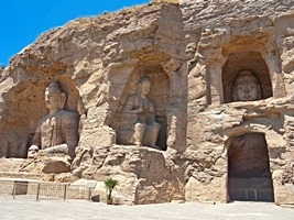 Large Buddha statues at the Yungang Grottoes near Datong (大同), China