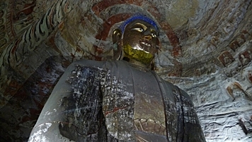 A Buddha statue with a gilded face at the Yungang Grottoes near Datong (大同), China