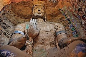 A giant Buddha statue at the Yungang Grottoes near Datong (大同), China