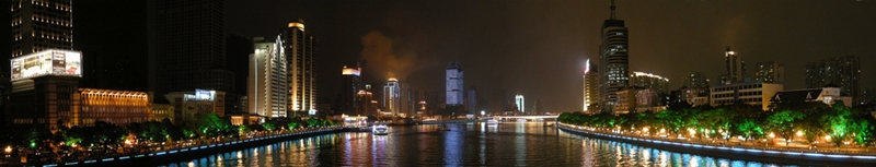 A panoramic view of the brightly lit banks of the Pearl River in Guangzhou (广州), China