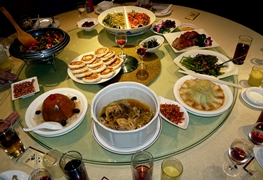 A variety of Cantonese dishes are arranged on a Lazy Susan in a restaurant in Guangzhou (广州), China