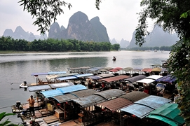 Rafts lined up at the bank of the Li River (漓江), with karst hills in the background, in Guilin (桂林), China