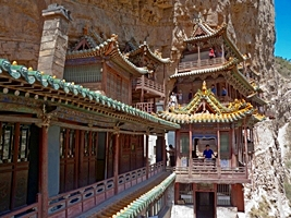 A profile view of the Hanging Temple, Hanging Monastery, or Xuankong Temple on Mount Heng (恒山), China