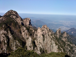 Ridges, peaks, and cliffs at Huangshan (黄山, Yellow Mountain), China