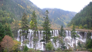 Nuorilong Falls, with a backdrop of mountains, in Jiuzhaigou (九寨沟), Sichuan Province, China