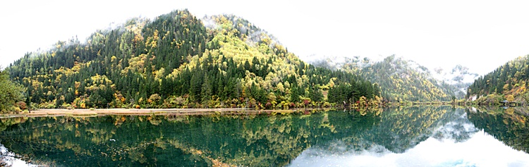 A panoramic view of a lake in Jiuzhaigou (九寨沟), Sichuan Province, China