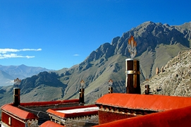 A view of a nearby mountain ridge from the roof of Drepung Monastery (哲蚌寺) in Lhasa (拉萨), Tibet, China