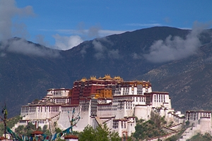 Wispy clouds hover over Potala Palace in Lhasa (拉萨), Tibet, China