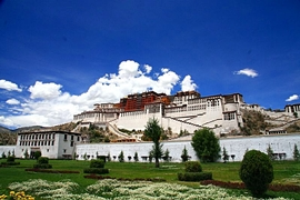 Potala Palace (布达拉宫) under a blue sky in Lhasa (拉萨), Tibet, China