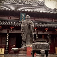 Statue of Confucius at Nanjing's Confucius Temple