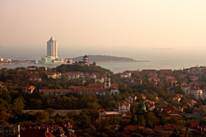 "Buildings and ocean scenery in the Badaguan (""Eight Passes Villas"") district of Qingdao (青岛), China"