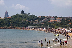 "A crowded beach in the Badaguan (""Eight Passes Villas"") area of Qingdao (青岛), China"