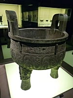 Da Ke Ding food vessel in the Bronze Gallery of the Shanghai Museum