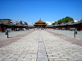 A large open courtyard in the Former Imperial Palace, or Mukden Palace, in Shenyang (沈阳), China