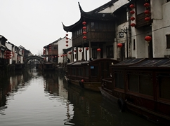 Houses and boats line a canal in Suzhou (苏州), China