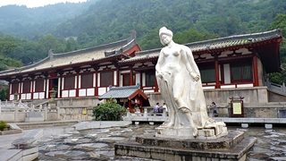 A white statue of the naked imperial mistress Yang Guifei about to enter a pool at Huaqing Hot Springs near Xi'an (西安), China