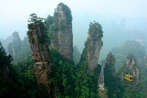 Cable cars pass through misty karst (limestone) peaks in the Tianzi Mountain area of Zhangjiajie (张家界), Hunan Province, China